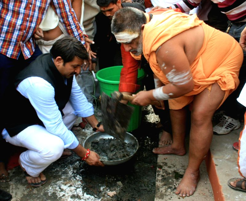 BJP MP and actor Manoj Tiwari and Swami Bhumanand participate in Clean India Campaign on the banks of Ganga river in Varanasi, on Nov 18, 2014.