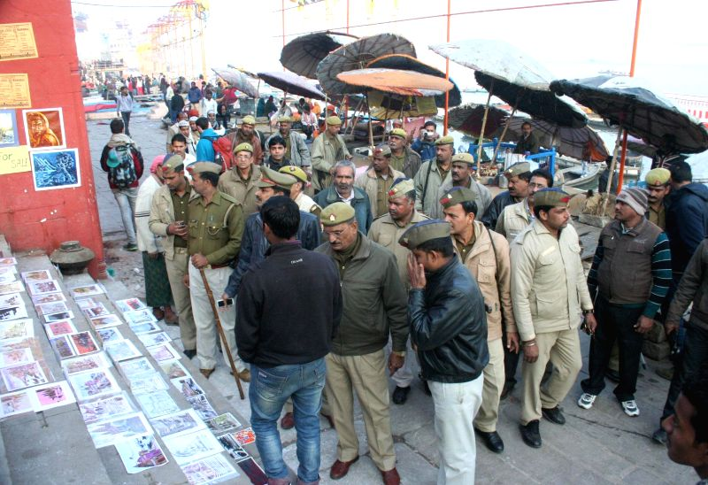 Policemen on high alert in Varanasi in the wake of 28 Dec Bangalore Church Street blasts, on Dec 29, 2014.