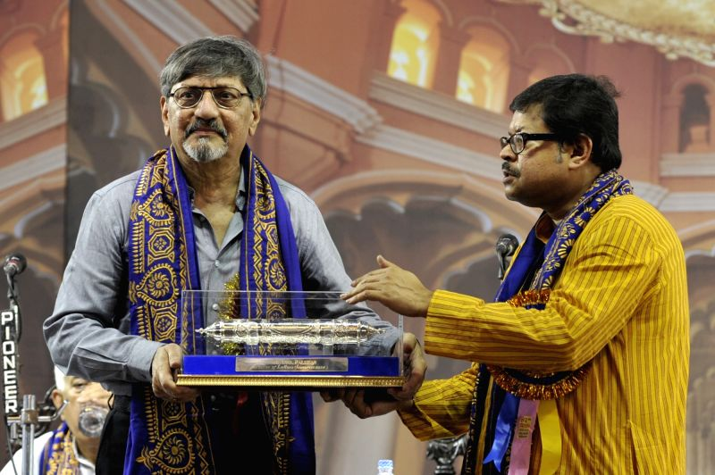 VC of Rabindra Bharati University Prof. Sabyasachi Basu Ray Chaudhury confers D Litt (Honoris Causa) to actor Amol Palekar during 42nd Convocation of Rabindra Bharati University in Kolkata, ... - Amol Palekar