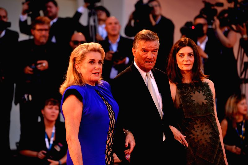 "Actress Chiara Mastroianni(R), director Benoit Jacquot(C) and Catherine Deneuve pose on the red carpet for ""3 Coeurs"" during the 71st Venice Film Festival, - Chiara Mastroianni"