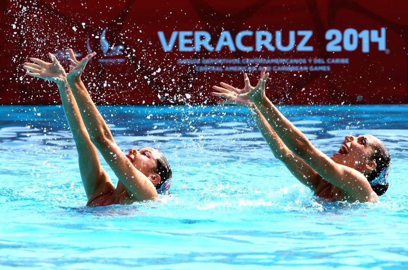 Blanca Delgado (L) and Nuria Diosdado of Mexico compete during the synchronized swimming in free duet mode, in the 2014 Veracruz Central American and Caribbean Games, in Boca del Rio, ...