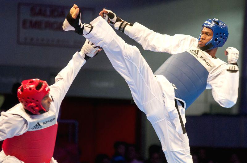 Cuba's Rafael Albal (R) competes against Venezuela's Carlos Rivas during the men's 87kg taekwondo in the 2014 Veracruz Central American and Caribbean Games in Boca del Rio, Veracruz, ...