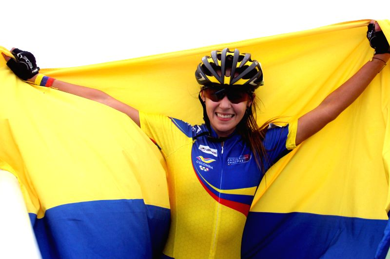Gold medalist Jenny Paola Serrano of Colombia poses with the Colombian flag after winning the women's combined 10,000m of skating competition at 2014 Veracruz Central American and Caribbean