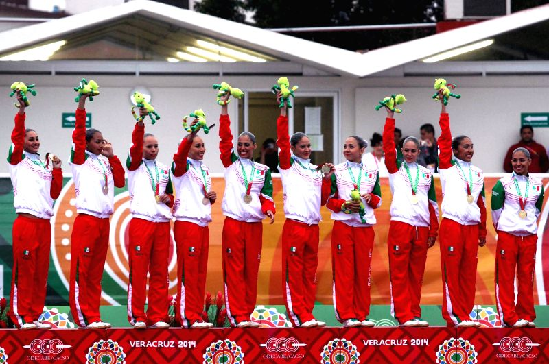 Mexico's players pose during the awarding ceremony for the free routine competition of synchronized swimming at 2014 Veracruz Central American and Caribbean Games in Boca del Rio, Veracruz,