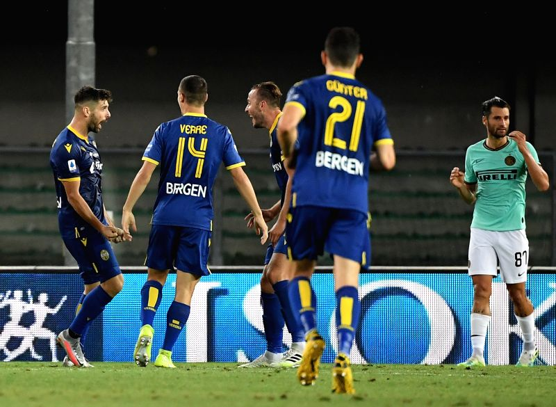 VERONA, July 10, 2020 (Xinhua) -- Miguel Veloso (1st L) of Hellas Verona celebrates with his teammtes after scoring a goal during the Italian Serie A soccer match between Hellas Verona and Inter Milan in Verona, Italy, July 9, 2020. (Photo by Alberto