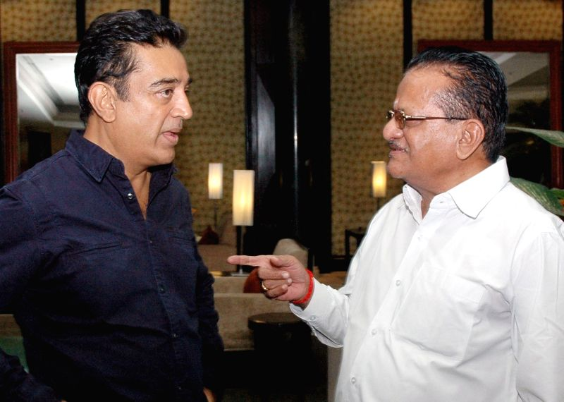 Veteran actor Kamal Hassan with KFCC President HD Gangaraj  in Bangalore on Aug 14, 2014.