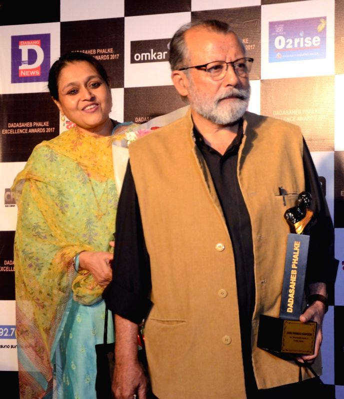 Veteran actor Pankaj Kapur with his wife Supriya Pathak with the Dadasaheb Phalke award in Mumbai on April 21, 2017. - Pankaj Kapur and Supriya Pathak