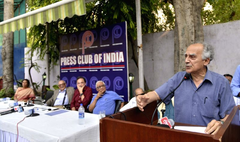 Veteran journalist and former union minister Arun Shourie addresses a during a protest meet on the issue of Freedom of Media at Press Clubs of India in New Delhi, on June 9, 2017. - Arun Shourie