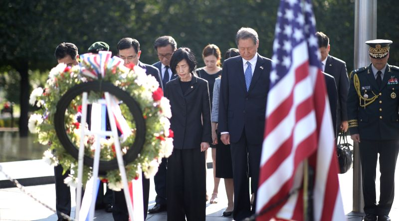 Veterans Minister Pi Woo-jin (L) pays tribute at the Korean War Veterans Memorial in Washington D.C. on Aug. 9, 2018, in this photo provided by her ministry the following day. - P