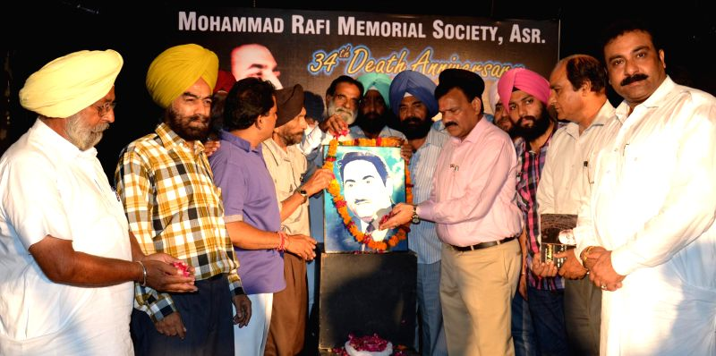 Vice-chairman of the National Commission for Scheduled Castes Dr Raj Kumar Verka along with members of Mohammed Rafi Society pay tribute to the legendary playback singer on the eve of his 34rd death . - Kumar Verka