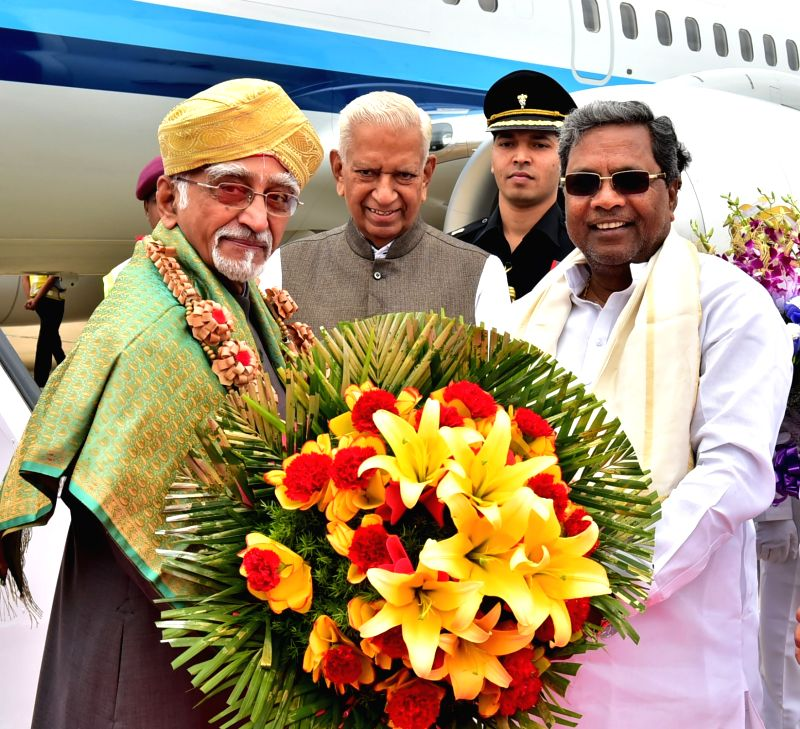 Vice President Hamid Ansari being welcomed by Karnataka Governor Vajubhai Rudabhai Vala and Chief Minister Siddaramaiahon his arrival at HAL Airport in Bengaluru on June 12, 2017. - Siddaramaiaho