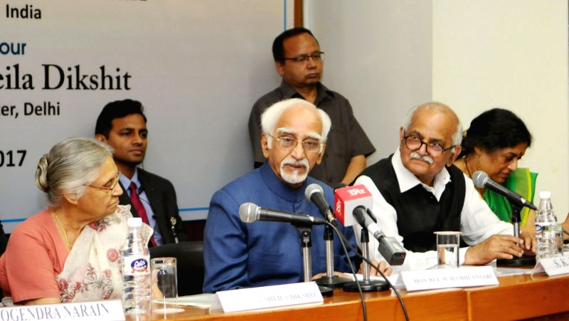 Vice President M Hamid Ansari addresses during a programme organised to celebrate World Heritage Day in New Delhi on April 18, 2017. Also seen Former Chief Minister of Delhi Sheila Dikshit. - Sheila Dikshit