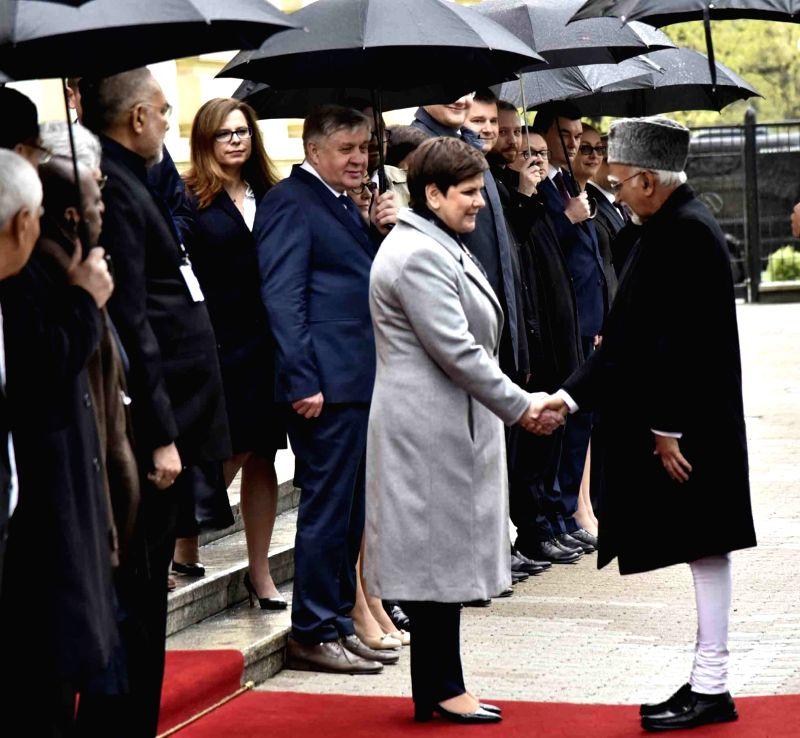 Vice President M Hamid Ansari being received by the Poland Prime Minister Beata Szydlo at the Chancellery of the Prime Minister of Poland, in Warsaw, Poland on April 27, 2017. Also seen ... - Beata Szydlo and Enterprises Giriraj Singh