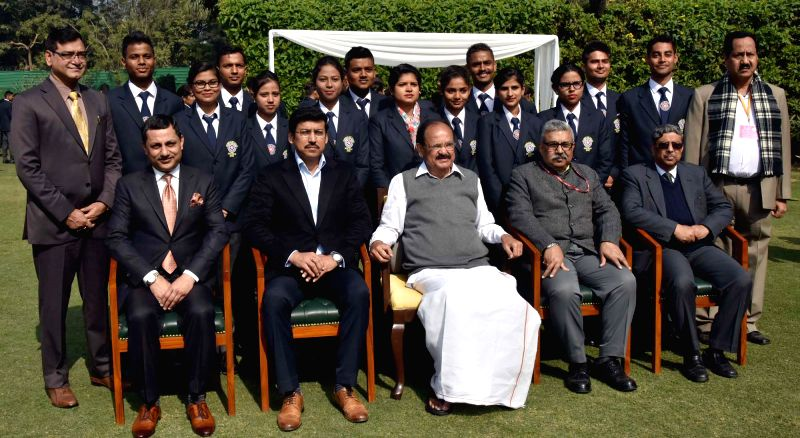 Vice President M. Venkaiah Naidu, Union MoS Youth Affairs and Sports (I/C) and Information and Broadcasting Rajyavardhan Singh Rathore and other dignitaries with the National Service ... - M. Venkaiah Naidu and Rajyavardhan Singh Rathore