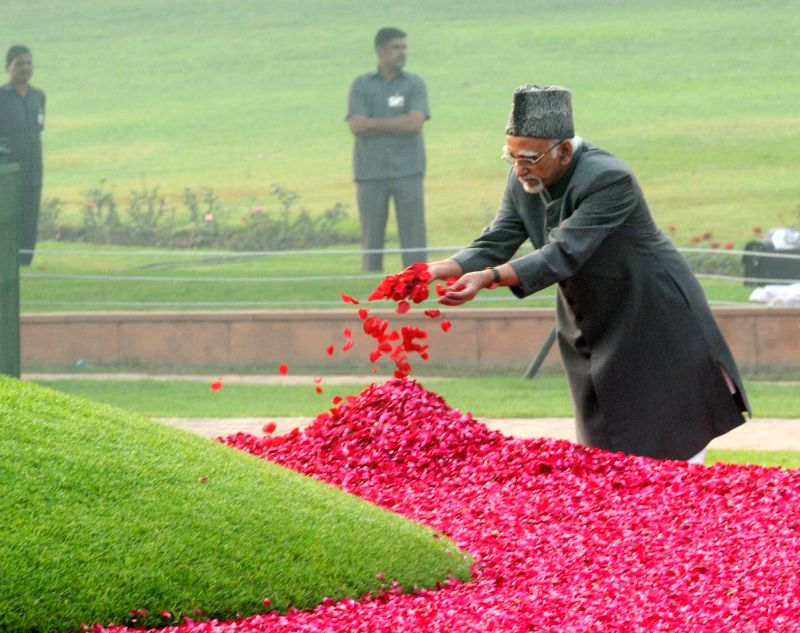 Vice-President Mohammad Hamid Ansari pays floral tribute at the Samadhi of the former Prime Minister Pandit Jawaharlal Nehru on his 126th birth anniversary, at Shantivan, in New Delhi on ... - Pandit Jawaharlal Nehru
