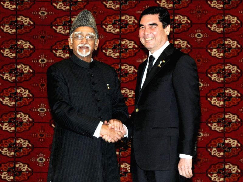 Vice President Mohd. Hamid Ansari being received by the President of Turkmenistan Gurbanguly Berdimuhamedow at the International Neutrality Conference, in Ashgabat, Turkmenistan on Dec 12, ...