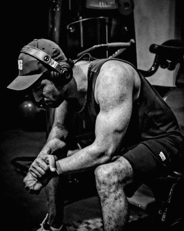 Vicky Kaushal flaunts big biceps