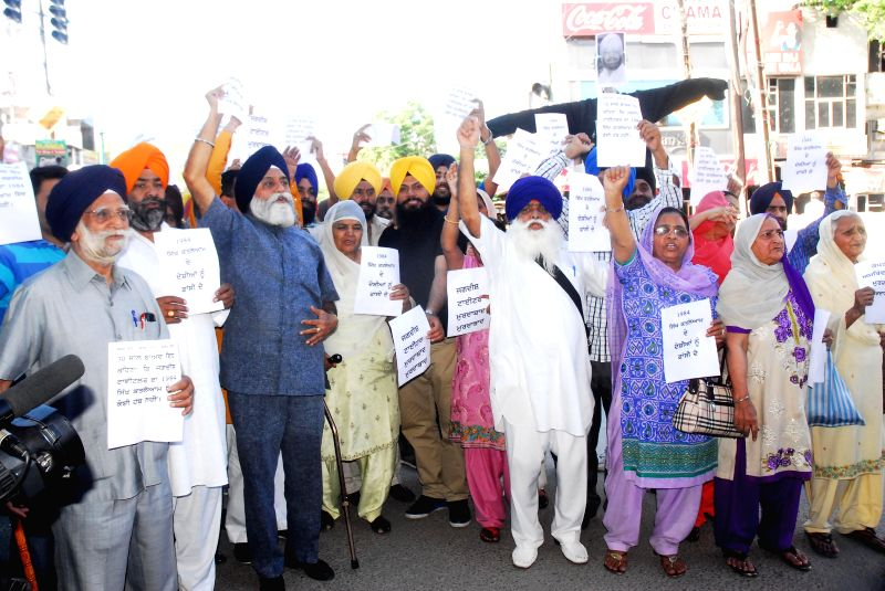 Victims of 1984 riots protest against Congress candidate for 2014 Lok Sabha Election from Amritsar, Captain Amarinder Singh in Amritsar on April 20, 2014.