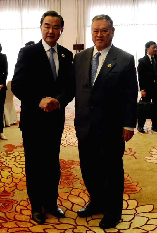VIENTIANE, July 24, 2016 - Chinese Foreign Minister Wang Yi (L) meets with Brunei's Second Minister of Foreign Affairs and Trade Lim Jock Seng in Vientiane, capital of Laos, on July 24, 2016. ... - Wang Y