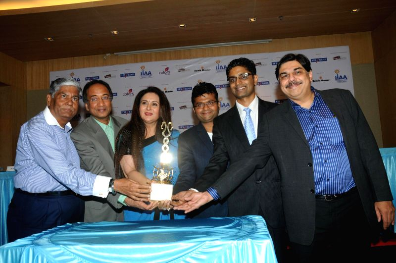 Vijay, Kalantri, Shishir Bajaj, Poonam Dhillon, Aneel Murarka, Rajat Mehta, with Dr.Hrishikesh Pai unveiling the International Indian Achievers Award's (IIAA) trophy in Mumbai on July 21, 2014. - Rajat Mehta