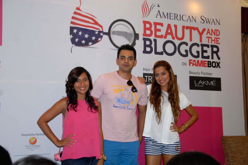 VJ Cyrus Sahukar, Anusha Dandekar (Model mentor) and Malini Agarwal (Blogger mentor) during 'Beauty and the Blogger' - an online reality show in Pune on May 13, 2014.