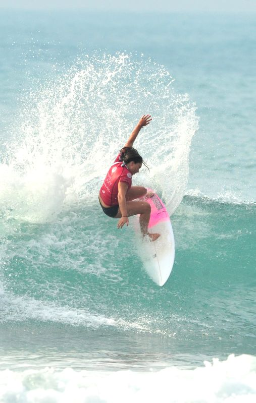 Mason Sarah of New Zealand competes during the ASP Six-star Women's Qualifying Shortboard Surfing Contests in Wanning, south China's Hainan Province, on Jan. 17, ...