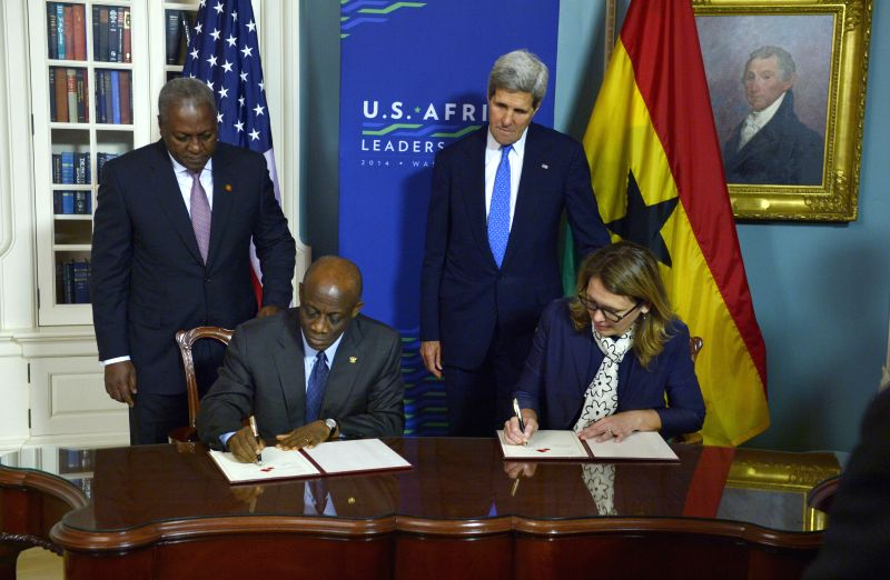 U.S. Secretary of State John Kerry(R, Back) and Ghanaian President John Dramani Mahama(L, Back)  participate in the Ghana Compact signing ceremony during the