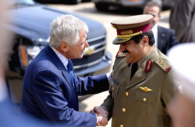 U.S. Defense Secretary Chuck Hagel (L) hosts an honor cordon to welcome Qatar's Minister of State for Defense Affairs Hamad  bin Ali al Attiyah in Pentagon,