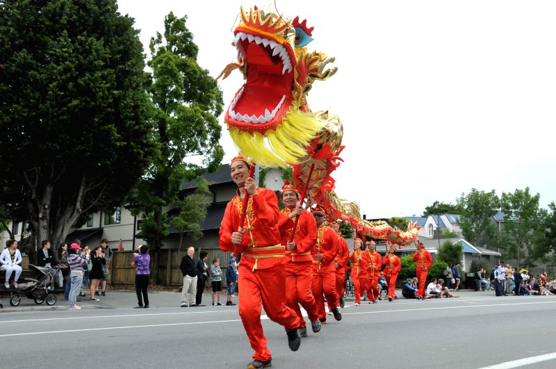"""Local Chinese participate in the Christmas Parade in Christchurch, New Zealand, Dec. 7, 2014. Local Chinese, as a team of """"Joyful Parade China"""", joined in the Christmas Parade .."""