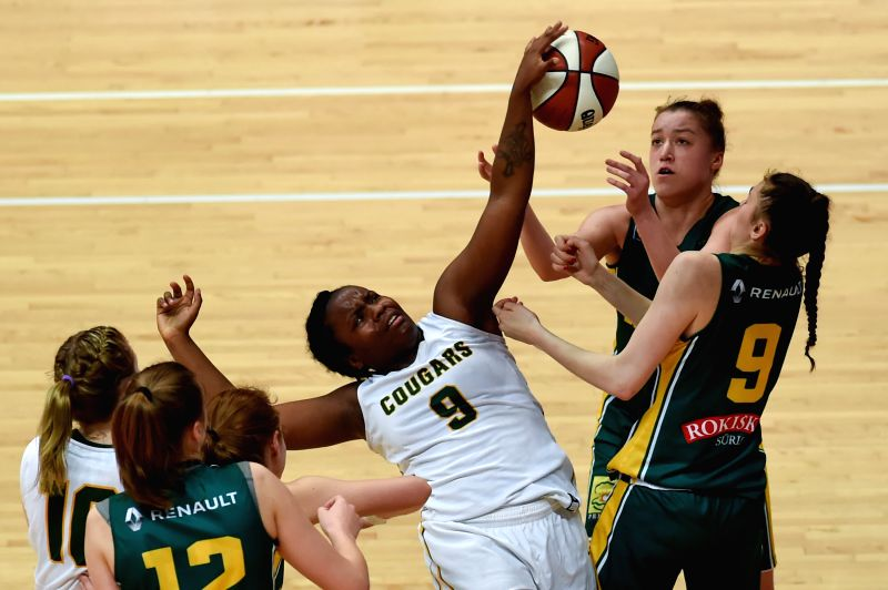 WENG'Canada's Kyanna Pingue-Giles (C) vies for the ball during the third-place-final against Lithuania at 2017 ATLAS International Youth Women's Basketball tournament ...