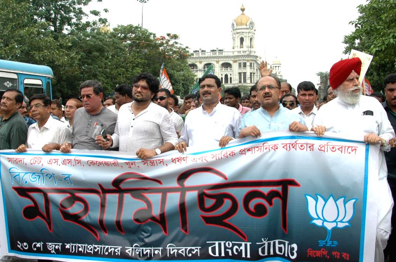 West Bengal BJP chief Rahul Sinha with BJP leaders SS Ahluwalia, Siddharth Nath Singh, singer Babul Supriyo and others during a  protest rally against West Bengal Government in Kolkata on June 23, ... - Rahul Sinha and Siddharth Nath Singh