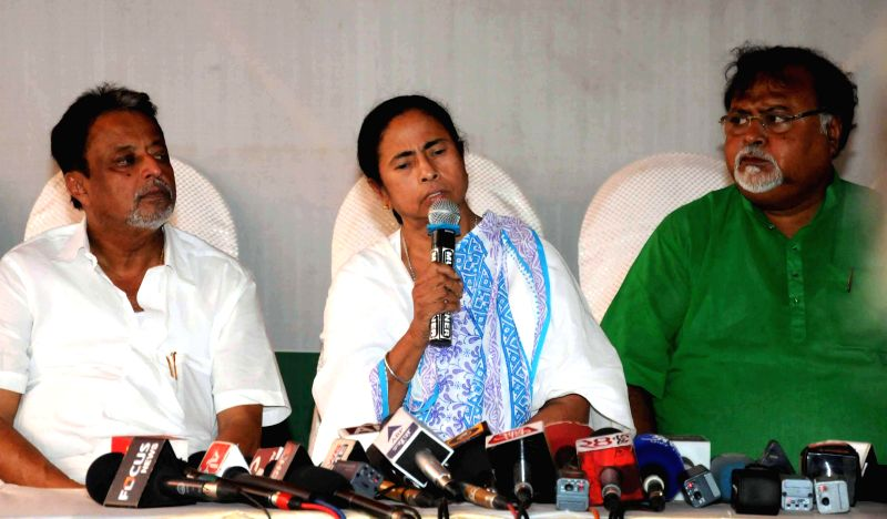West Bengal Chief Minister and Trinamool Congress supremo Mamata Banerjee and other party leaders during a press conference in Kolkata on May 16, 2014. - Mamata Banerjee