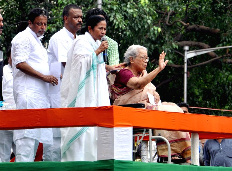 West Bengal Chief Minister and Trinamool Congress (TMC) supremo Mamata Banerjee and eminent writer Mahasweta Devi with TMC General Secretary Mukul Roy and West Bengal Urban Development minister ... - Firhad Hakim, Mamata Banerjee and Secretary Mukul Roy