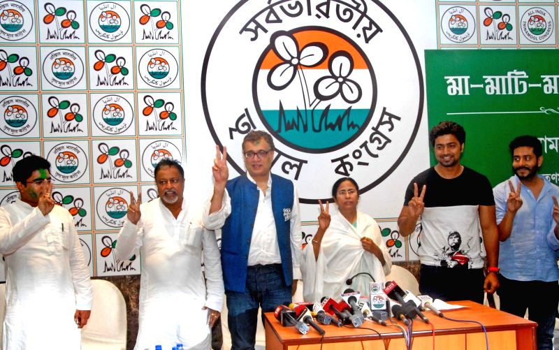 West Bengal Chief Minister and Trinamool Congress supremo Mamata Banerjee with party leaders Mukul Roy, Derek O'Brien and Dev during a press conference regarding party's performance in the ... - Mamata Banerjee and Mukul Roy