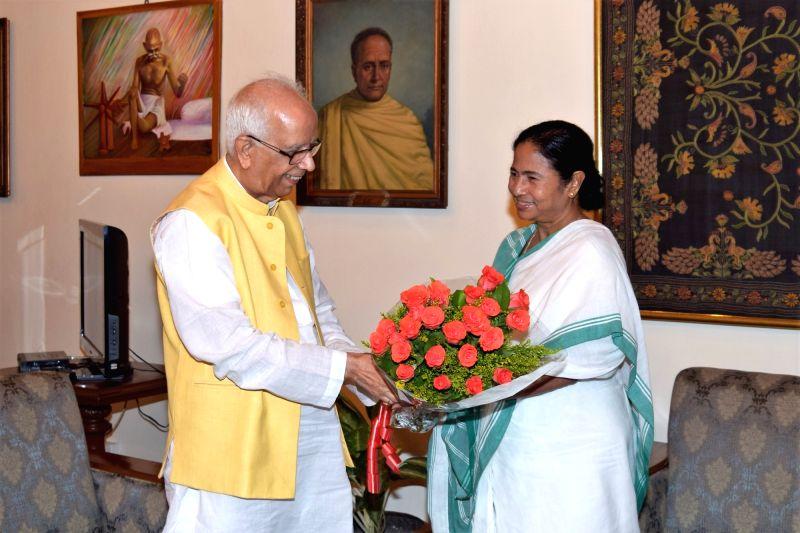 West Bengal Chief Minister and Trinamool Congress supremo Mamata Banerjee calls on Governor Keshari Nath Tripathi  in Kolkata, on May 20, 2016. - Mamata Banerjee and Keshari Nath Tripathi