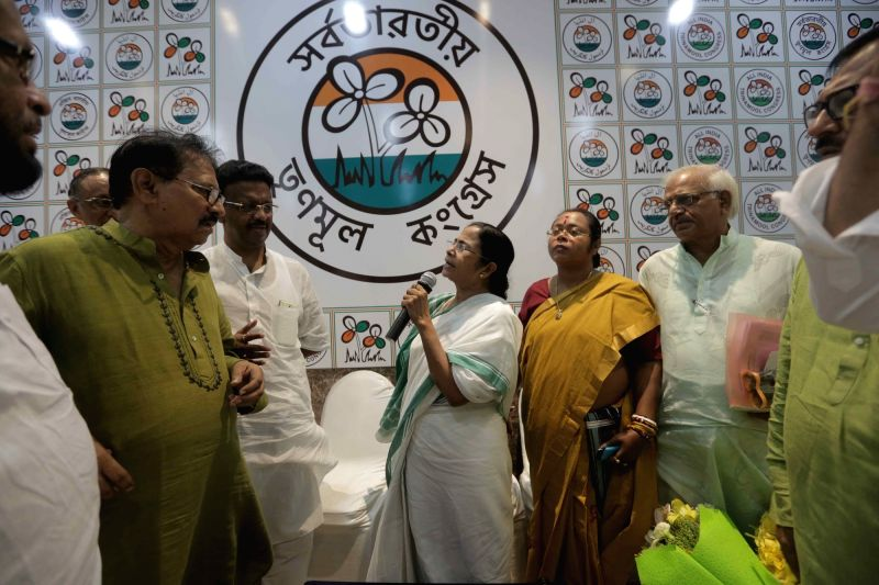 West Bengal Chief Minister and Trinamool Congress supremo Mamata Banerjee meets the newly elected party MLAs in Kolkata, on May 20, 2016. Also seen Firhad Hakim. - Mamata Banerjee