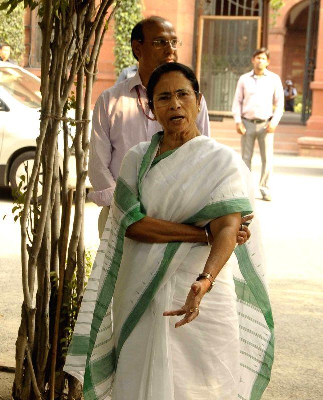 West Bengal Chief Minister Mamata Banerjee arrives to meet Prime Minister Narendra Modi at South Block in New Delhi on May 2017. - Mamata Banerjee and Narendra Modi