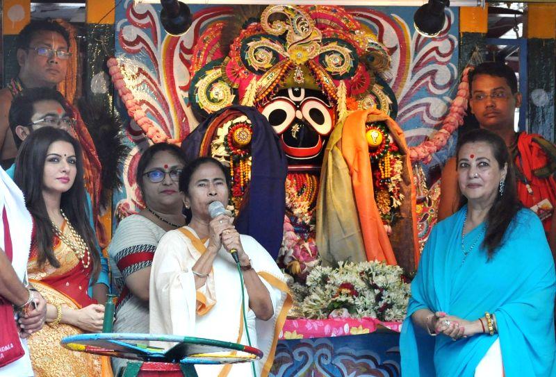 West Bengal Chief Minister Mamata Banerjee and actors Moon Moon Sen and Bhagyashree during Jagannath Rath Yatra celebrations at International Society for Krishna Consciousness (ISKCON), in ... - Mamata Banerjee, Moon Moon Sen and Bhagyashree