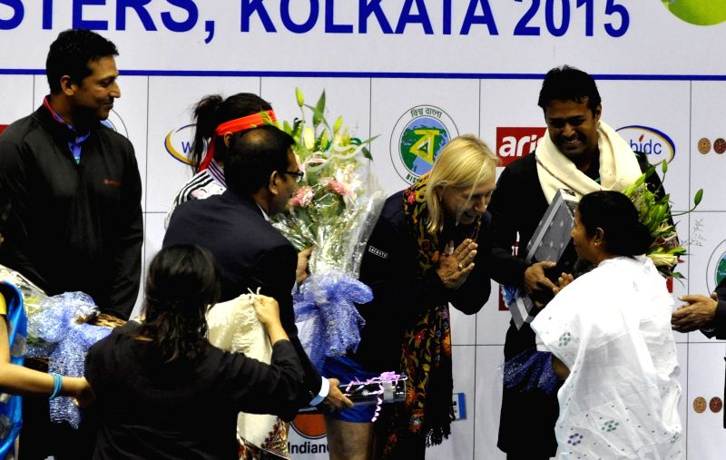 West Bengal Chief Minister Mamata Banerjee, tennis players Martina Navratilova, Sania Mirza, Mahesh Bhupathi, Leander Paes during a Champions Tennis League (CTL) match in Kolkata, on Nov 25, ... - Sania Mirza and Mahesh Bhupathi