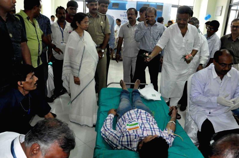 West Bengal Chief Minister Mamata Banerjee visits a blood donation camp at Nabanna in Howrah, near Kolkata on May 27, 2017. - Mamata Banerjee