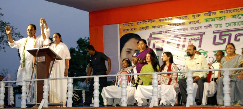 West Bengal Chief Minister Mamata Banerjee with actress Raima Sen and Riya Sen during a rally in Malda district, West Bengal on April 19, 2014.