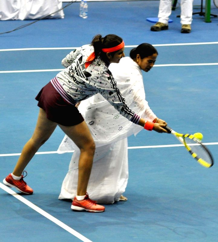 West Bengal Chief Minister Mamata Banerjee with tennis player Sania Mirza during a Champions Tennis League (CTL) match in Kolkata, on Nov 25, 2015. - Sania Mirza