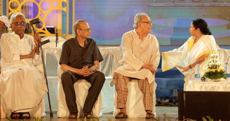 West Bengal Chief Minister Mamata Banerjee with Banga Samman award winners actor Soumitra Chatterjee, former police officer Arun Prakash Mukherjee and poet Nirendra Chakraborty during Banga ... - Mamata Banerjee, Soumitra Chatterjee, Arun Prakash Mukherjee and Nirendra Chakraborty