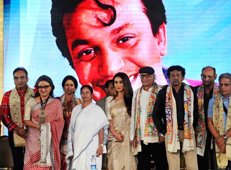 West Bengal Chief Minister Mamata Banerjee with the recipients of Mahanayak Samman -  filmmaker Aparna Sen, actor Paran Bandopadhyay, actresses Mimi Chakrabarty and Indrani Halder, director ... - Mamata Banerjee, Mimi Chakrabarty, Indrani Halder and Goutam Ghosh