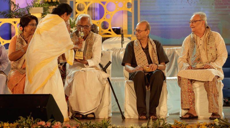 West Bengal Chief Minister Mamata Banerjeejee conferr Banga Samman award to poet Nirendra Chakraborty during Banga Samman, West Bengal's highest civilian award ceremony in Kolkata on May 20, ... - Mamata Banerjeejee, Nirendra Chakraborty, Soumitra Chatterjee and Arun Prakash Mukherjee