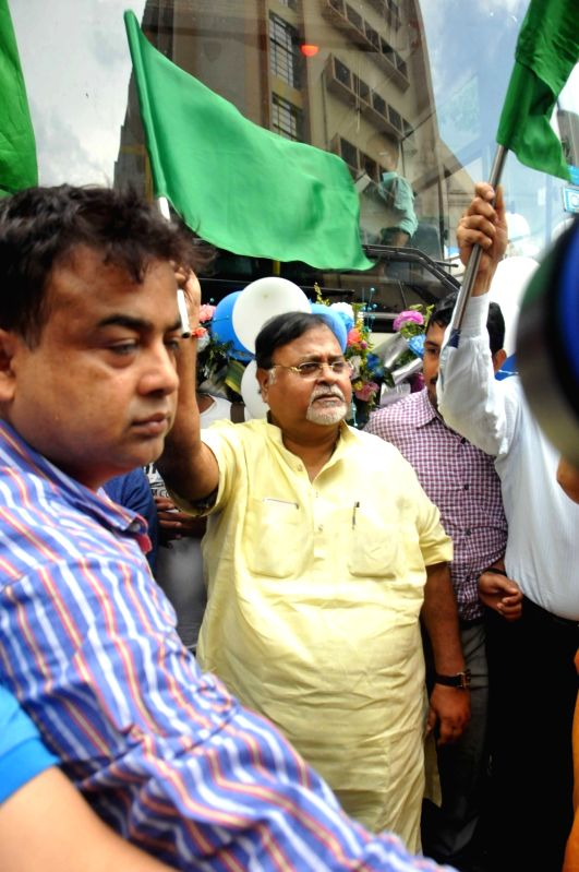 West Bengal Education Minister Partha Chatterjee and Calcutta University's interim vice-chancellor Ashutosh Ghosh flag off inter campus bus services in Kolkata on June 8, 2017. - Partha Chatterjee and Ashutosh Ghosh