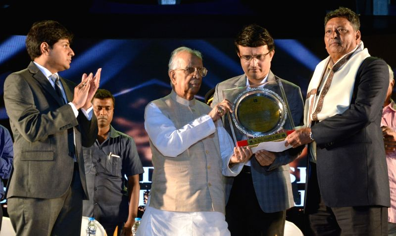 West Bengal Governor KN Tripathi and CAB President Sourav Ganguly present the life time achievement award to sports personality Barun Banerjee during the CAB Annual Award ceremony in Kolkata ... - Sourav Ganguly and Barun Banerjee