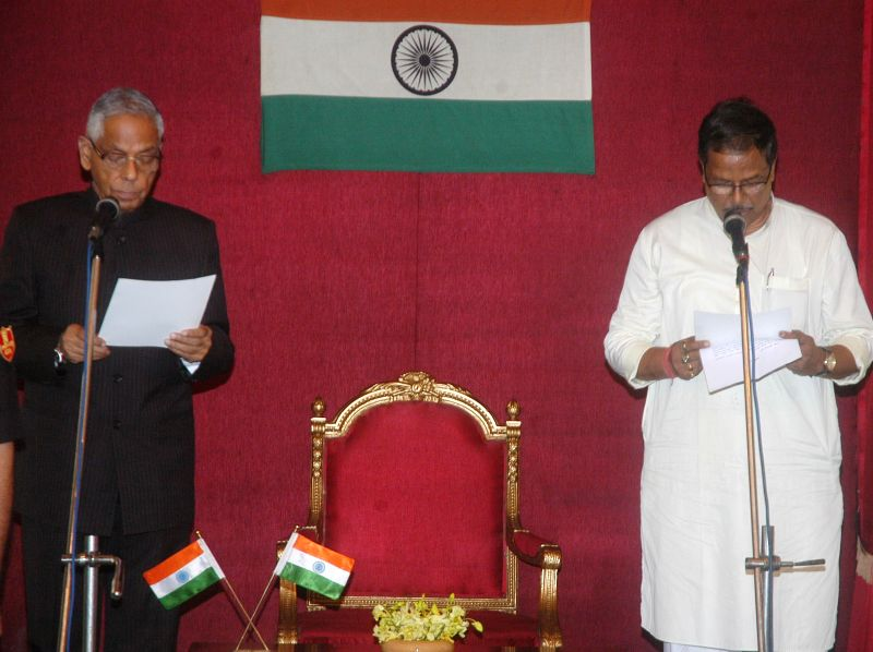 West Bengal Governor M.K. Narayanan administers oath of office to Trinamool Congress legislator Malay Ghatak as a minister in West Bengal Government at Raj Bhawan in Kolkata on July 2, 2014.