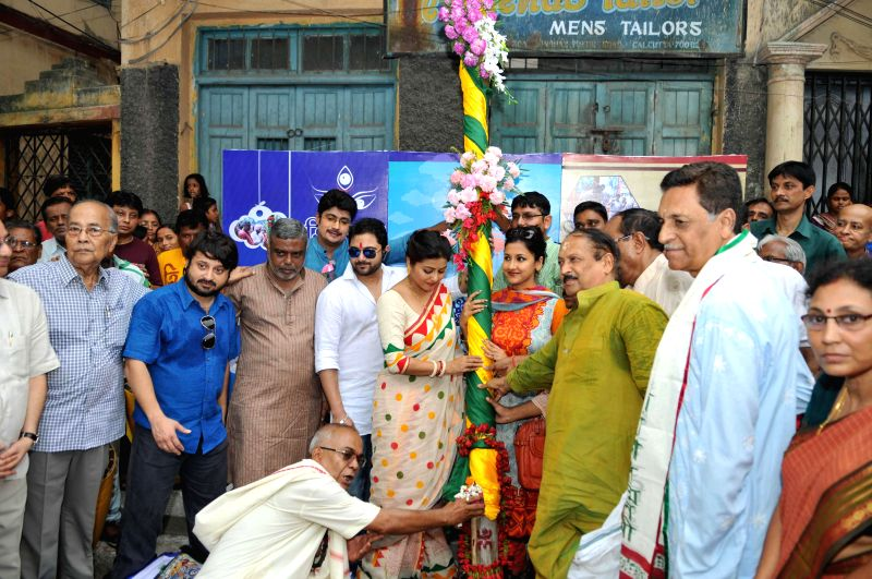 West Bengal Panchayat Minister Subrata Mukherjee with actresses Gargi Roy and Rachana Banerjee during `Khuti Puja` in Kolkata on June 29, 2014. - Subrata Mukherjee, Gargi Roy and Rachana Banerjee