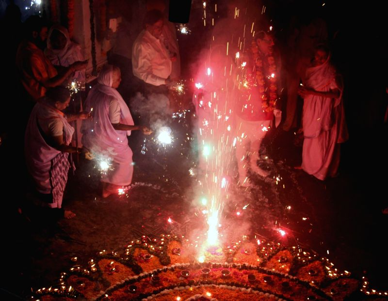 burning crackers Disadvantages of burning crackers: produces a lot of sound which leads to noise  pollution which sometimes may even deafen people smoke emitted has many.